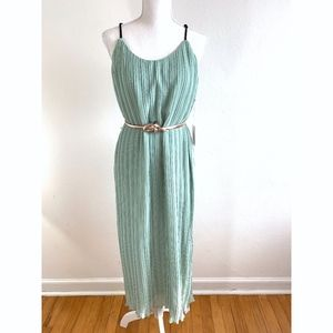 NWT Forever 21 Accordion Pleat Maxi Dress {KB}